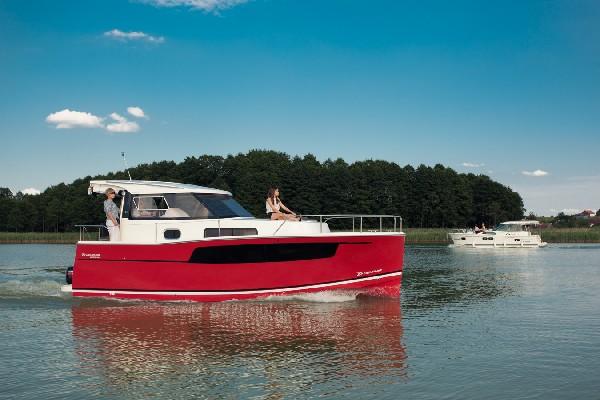 Nautika 830 S - Kompaktowy Półślizgowy Houseboat 2