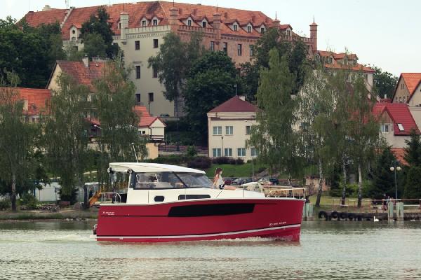 Nautika 830 S - Kompaktowy Półślizgowy Houseboat 3